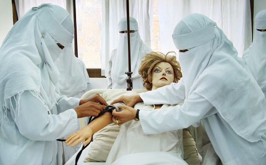 Saudi women doctors training
