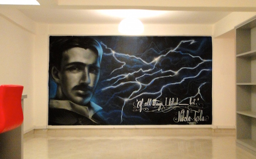 Un graffiti de Nikola Telsa à House of Geeks